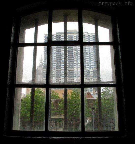Więzienie w Melbourne, widok zza krat