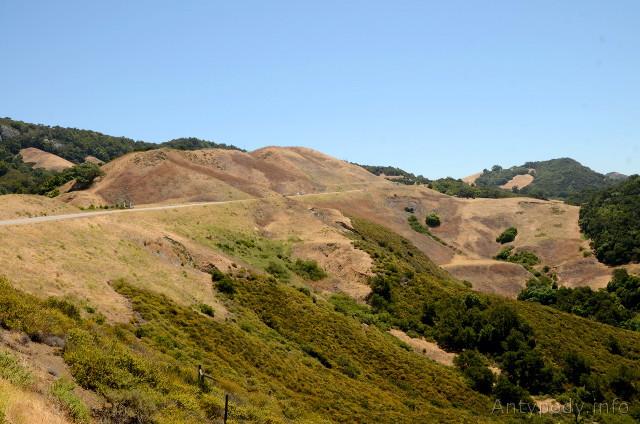 wypalone wzgórza w Kalifornii